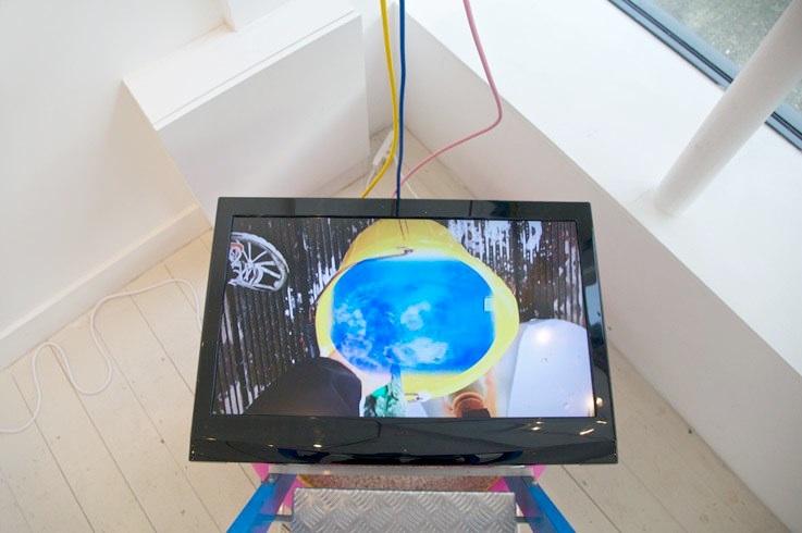 Heather Phillipson, Zero-Point Garbage Matte, Installation view